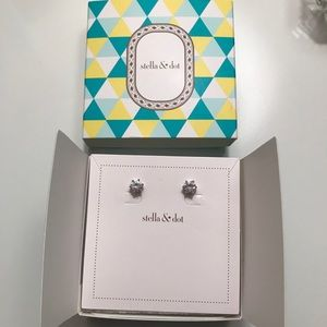 EUC Stella & Dot Sparkle Stud Earrings